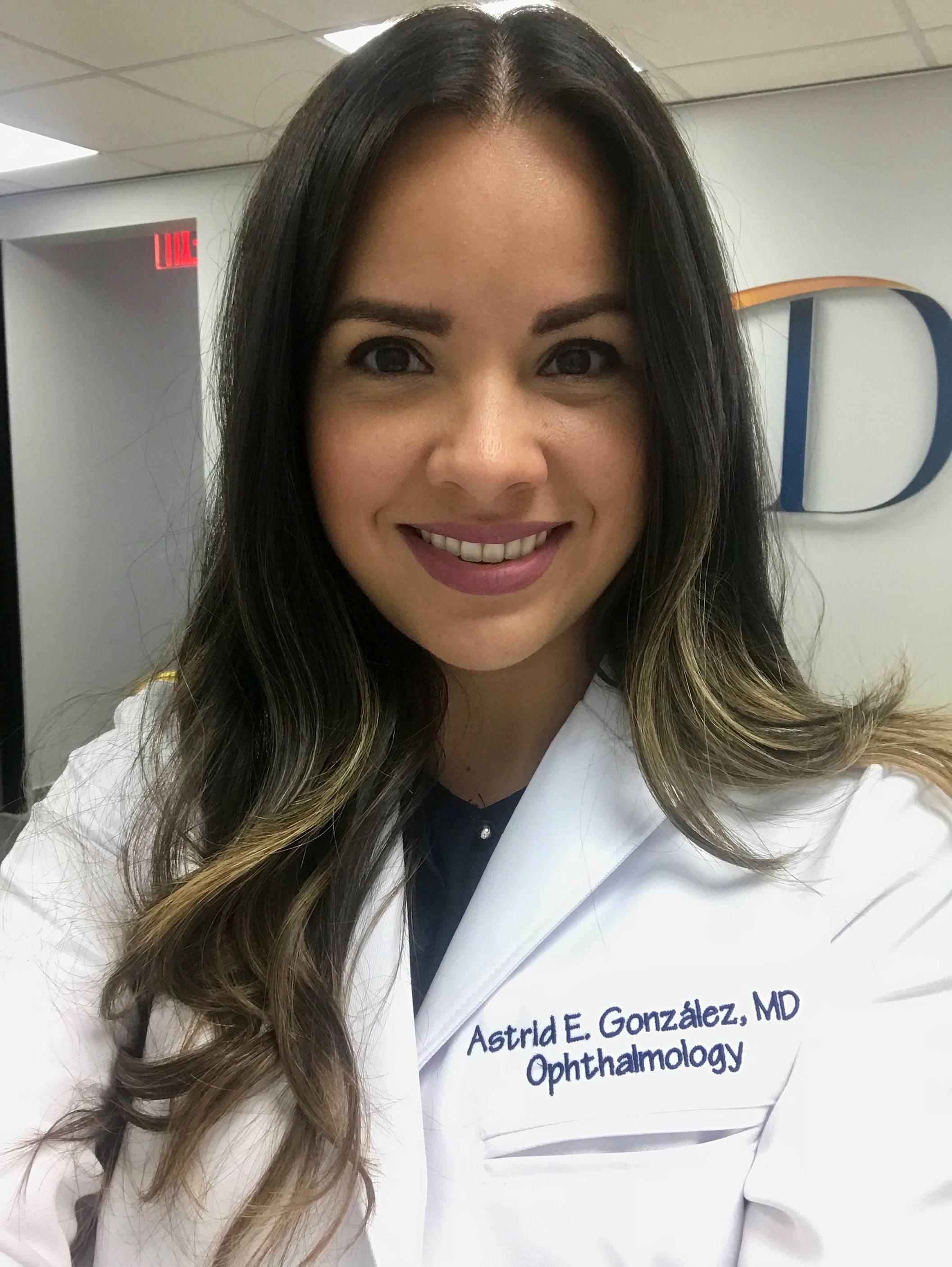 Dra. Astrid E. González Ramos Oftalmóloga